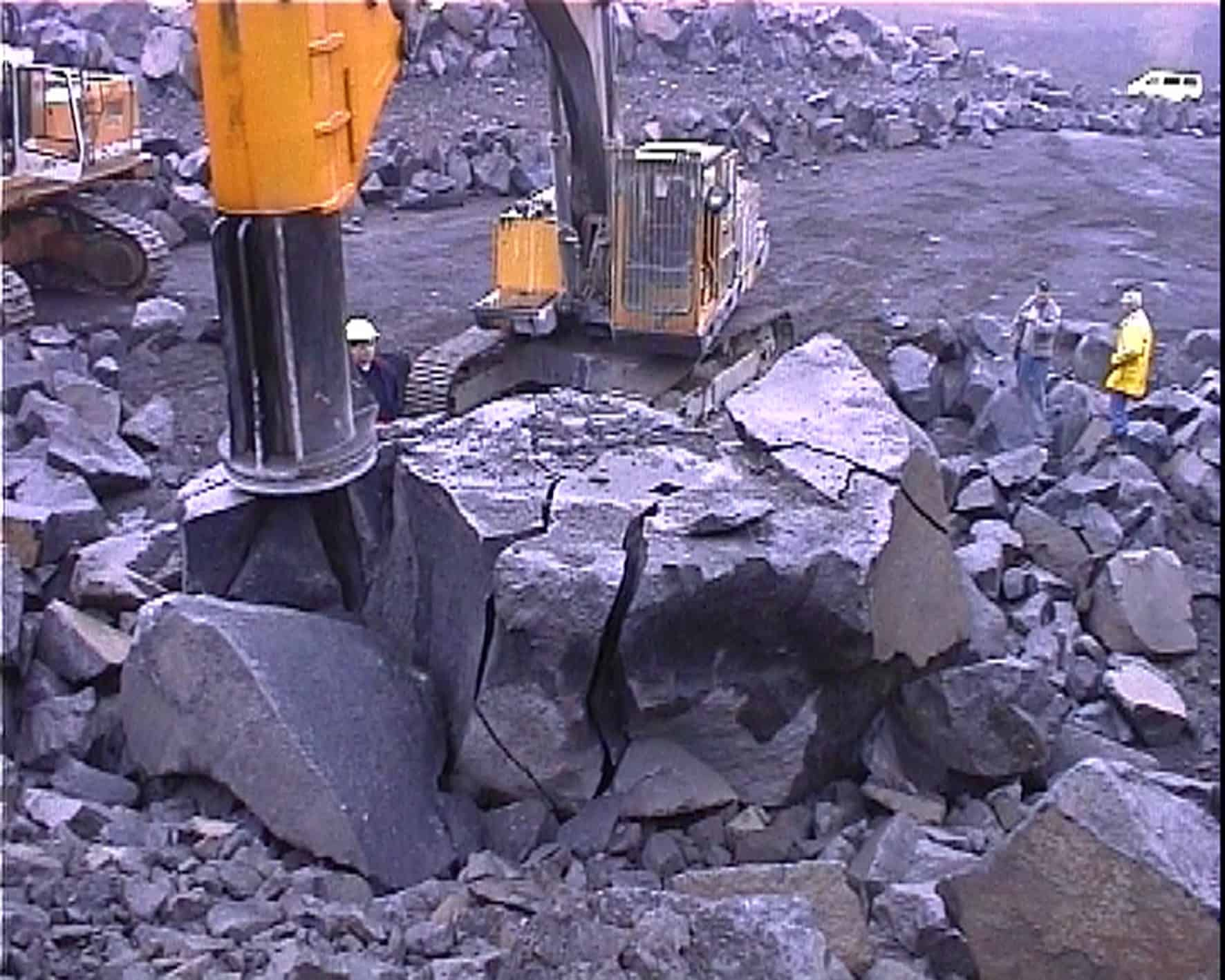 Rock Blasting Equipment : Save on primary blasting fractum